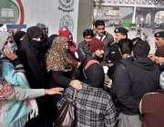 راولپنڈی: انسداد ڈینگی کے لیے کام کرنیوالی خواتین کے احتجاج کے دوران ..