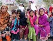 حیدر آباد: ٹنڈو یوسف کے رہائشی پلاٹ پر قبضے کے خلاف احتجاج کر رہے ہیں۔
