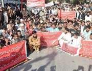حیدر آباد: متحدہ لیبر فیڈریشن کے زیر اہتمام اپنے مطالبات کے حق میں احتجاجی ..