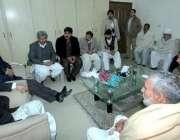 لاہور: تحریک انصاف پنجاب کے سابق آرگنائزر چوہدری محمد سرور پارٹی وفود ..