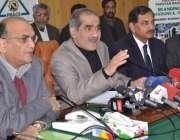 لاہور: وفاقی وزیر ریلوے خواجہ سعد رفیق ریلوے ہیڈ کوارٹر میں ریلوے اور ..