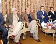 لاہور: مسلم لیگ (ق) کے مرکزی رہنما و سابق نائب وزیر اعظم چوہدری پرویز ..