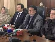 لاہور: اپو زیشن لیڈر میاں محمود الرشید پنجاب اسمبلی کیفے ٹیریا میں ..