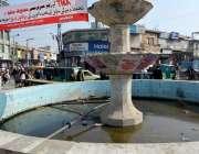 راولپنڈی: انتظامیہ کی نا اہلی، راجہ بازار فوارہ چوک میں کھڑا پانی بیماریاں ..