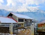نیلم: وادی کے سیاحتی مقام کیل میں واقع ٹوریسٹ موٹل سے پہاڑوں کی خوبصورتی ..