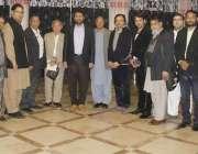 لاہور: ڈائرکٹر جنرل سپورٹس پنجاب عثمان انور کے ساتھ مقامی ہوٹل میں ..