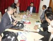 لاہور: ڈائرکٹر جنرل سپورٹس پنجاب عثمان انور مقامی ہوٹل میں سپورٹس رائٹرز ..