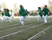 حیدر آباد: بروک فورڈ کیمبرج اسکول میں اسپورٹس ڈے کے موقع پر طلبہ و طالبات ..