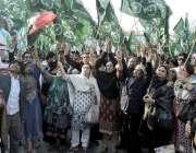 لاہور: اورنج لائن میٹرو ٹرین منصوبے کے خلاف احتجاج کے دوران مسلم لیگ ..