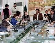 لاہور: ڈی سی او لاہور کیپٹن (ر) محمد عثمان پولیو کے حوالے سے اجلاس کی ..