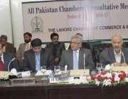 لاہور: پاکستان کے مختلف چیمبرز کے اجلاس کے موقع پر لاہور چیمبر کے صدر ..