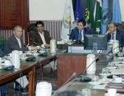 لاہور: کمشنر لاہور عبداللہ خان سنبل سیف سٹی پراجیکٹ کی سب کمیٹی کے اجلاس ..