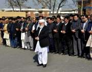 لاہور: ایئر پورٹ پر کراچی میں جاں بحق ہونیوالے افراد کی غائبانہ نماز ..