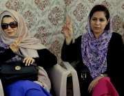 لاہور: ائیر پورٹ پر تیسرے روز تیسرے روز ائیر ہوسٹیس احتجاجی کیمپ میں ..