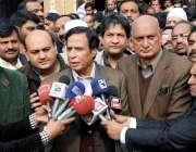 فیصل آباد: مسلم لیگ (ق) کے سینئر مرکزی رہنما و سابق نائب وزیر اعظم چوہدری ..
