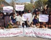 حیدر آباد: بروہی کمیونٹی کے افراد اپنے مطالبات کے حق میں احتجاج کر رہے ..