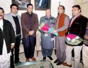 لاہور: تحریک انصاف پنجاب کے سابق آرگنائزر چوہدر ی محمد سرور کا میاں ..