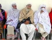 پشاور: شاہین مسلم ٹاؤن سدا بہار کالونی کا رہائشی شاہ ولی اپنی فیملی ..