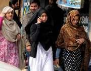 راولپنڈی: وقارالنساء کالج میں دہشتگردی کی افوا ہ کے بعد طالبات کالج ..
