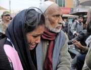 راولپنڈی: وقارالنساء کالج میں دہشتگردی کی افوا ہ کے بعد ایک والد اپنی ..
