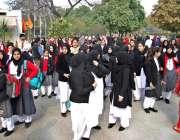 راولپنڈی: وقارالنساء کالج میں دہشتگردی کی افوا ہ کے بعد بچیاں پریشان ..