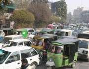 لاہور: پریس کلب کے باہر ٹریفک جام کا منظر۔