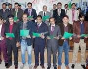 لاہور: وزیر اعلیٰ پنجاب محمد شہباز شریف لاہور پریس کلب کے نو منتخب عہدیداران ..