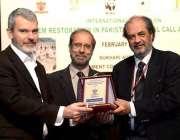 لاہور: گورنمنٹ کالج یونیورسٹی لاہور کے وائس چانسل پروفیسر ڈاکٹر حسن ..