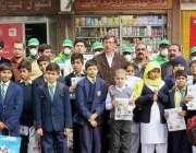 لاہور: البیراک کے زیر اہتمام آگاہی واک میں مقامی سکول کے طلباء و طالبات ..