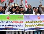 پشاور: پاسبان کارکن کے حلیم جان قتل کے احتجاجی مظاہرہ کر رہے ہیں۔