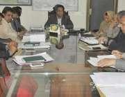 قصور: ڈی سی سلمان غنی خدمت کارڈ کی فراہمی کے سلسلہ میں منعقدہ اجلاس ..