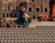 لاہور: پنجاب حکومت کے چائلڈ لیبر کے ایکٹ کے باوجود بھٹہ پر بچوں سے مشقت ..