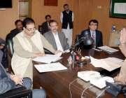 لاہور: وزیر محنت پنجاب راجہ اشفاق سرور ڈائریکٹوریٹ آف سوشل سکیورٹی ..