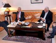 لاہور: تحریک انصاف کے رہنما و سابق وزیر خارجہ خورشید محمود قصوری اور ..