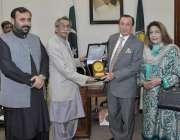 لاہور: اسپیکر پنجاب اسمبلی رانا محمد اقبال خان سے گورنر گلگت بلتستان ..