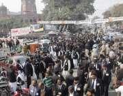 لاہور: لاہور ہائی کورٹ بار ایسوسی ایشن کے سالانہ انتخابات میں ووٹ کاسٹ ..