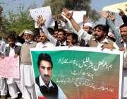 پشاور: پاکستان تحریک انصاف کے کارکنان اپنے مطالبات کے حق میں احتجاجی ..
