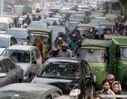 لاہور: لاہور بار ایسوسی ایشن کے سالانہ انتخابات کے جی پی او چوک کے قریب ..