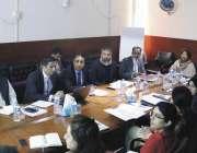 لاہور: ایم ڈی پنجاب ایجوکیشن فاؤنڈیشن طارق محمود پروگرام کمیٹی کے شرکاء ..