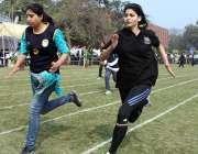 لاہور: طالبات 129ویں مختلف سالانہ ایتھلیٹکس چمپئن شپ گیموں میں حصہ لے ..
