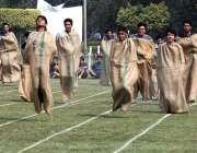 لاہور: سٹوڈنٹس 129ویں سالانہ ایتھلیٹکس چمپئن شپ کے دوران مختلف گیموں ..