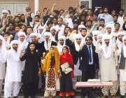 لاہور: یو ای ٹی بلوچ کلچر ڈے کے موقع پر بلوچ طلبہ روایتی پگڑیاں پہنے ..