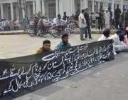 لاہور: سکھ سنگت اپنے مطالبات کے حق میں پنجاب اسمبلی کے سامنے احتجاجی ..