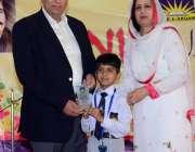 لاہور: تحریک انصاف پنجاب کے صدارتی امیدوار چوہدری محمد سرور اور ان ..