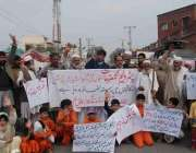 پشاور: شہری مطالبات کے حق میں پریس کلب کے سامنے احتجاجی مظاہرہ کر رہے ..