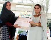 پشاور: خواتین کھیلوں کی افتتاحی تقریب کے موقع پر ڈائریکٹر جنرل سپورٹس ..