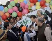 لاہور:اسپیکر قومی اسمبلی سردار ایاز صادق جیلانی پارک میں خصوصی بچوں ..