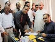 کراچی: پاکستان ہندو کونسل کے سرپرست اعلیٰ ڈاکٹر رمیش کمارنکوانی ایم ..