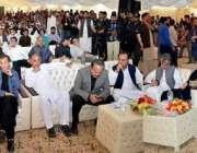 پشاور: چیئرمین پاکستان تحریک انصاف عمران خان تقریب سے خطاب کر رہے ہیں۔