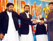 پشاور: ایچ آئی ایم ایس کالج کی سالانہ تقریب کے موقع پر ڈاکٹرذاکر شاہ ..